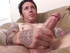 Tattooed musician Johnny Starr has a dirty gullet and mind to match. This chab finds lots of pussy on MySpace for his vast meat. Johnny W uses his gullet pussy on it to completion. daddy gay porn